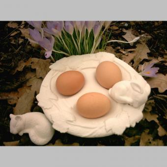 Teller mit Efeuranken für Eier, mit 2 Tieren